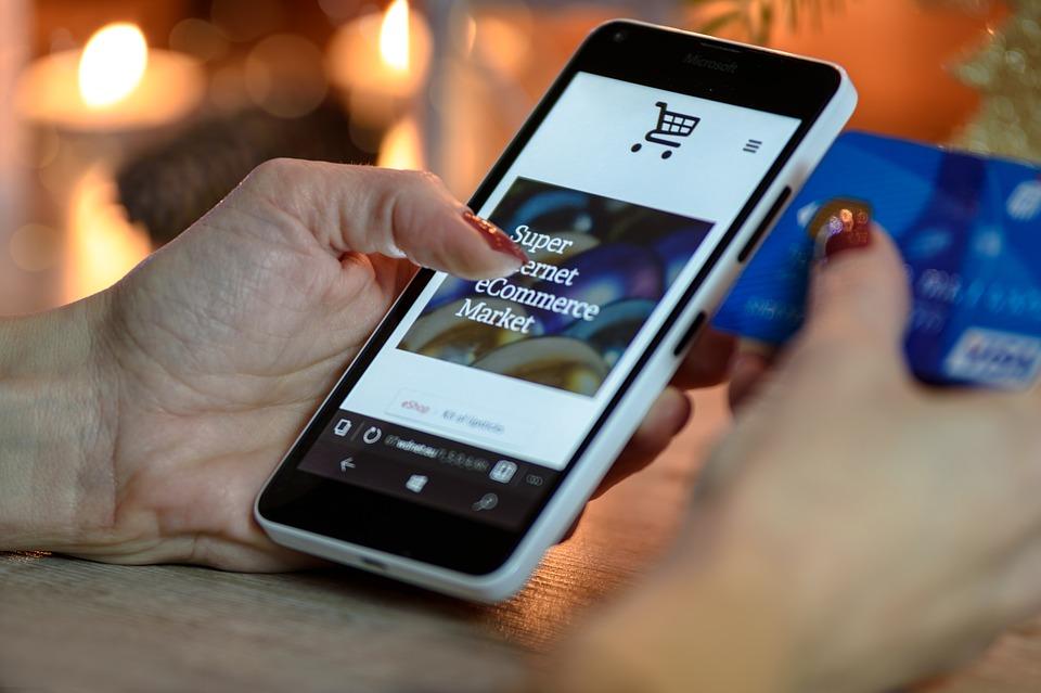 Вид интерфейса онлайн-магазина с мобильного телефона