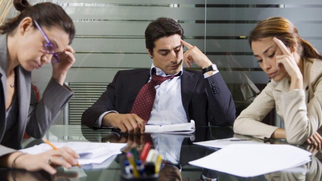 Сотрудники HR отдела составляют вакансию для разработки нативного приложения